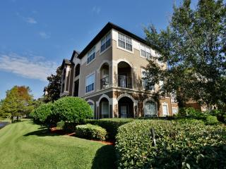 Sizable 2BR Jacksonville Condo w/Wifi, Private Balcony, Lake Views & Pool Access - Minutes Away From Towncenter Mall, University of North Florida & Beaches! - Jacksonville vacation rentals