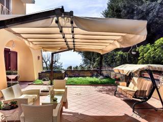 Bright 3 bedroom Sorrento Condo with Internet Access - Sorrento vacation rentals