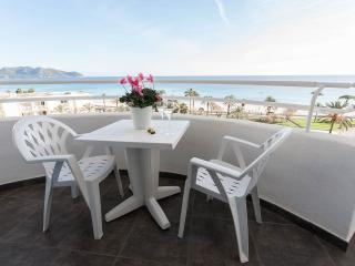 Beautiful 2 bedroom Cala Millor Apartment with Towels Provided - Cala Millor vacation rentals
