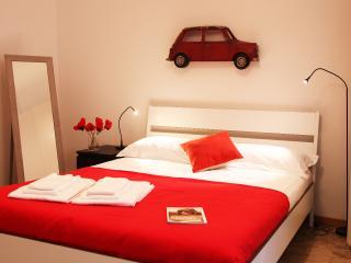easyhomes Piazza Castello Cairoli - 1 bdr, x 2 pp - Milan vacation rentals