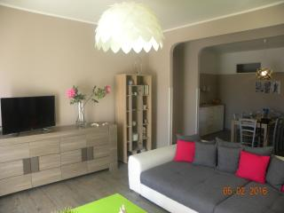Comfortable Condo with A/C and Television - Taormina vacation rentals