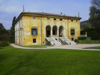 VILLA CA VENDRI - TOP LUXURY 1500's - POOL & PARK - Verona vacation rentals