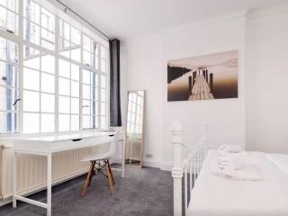 Trendy Flat in the Heart of London - London vacation rentals