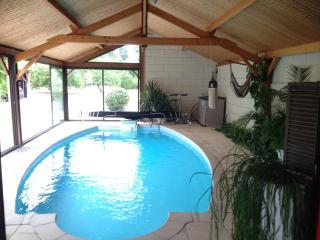 B&B 2 Chambres communicantes, piscine couverte 28° - Saumur vacation rentals