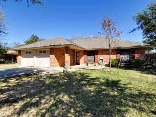 Cozy House with Internet Access and A/C - San Antonio vacation rentals