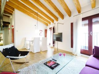 Lovely 2 bedroom Valencia Apartment with Washing Machine - Valencia vacation rentals