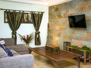 Exotic Casa Aracari, the perfect 2 BR jungle home! - Quepos vacation rentals