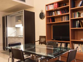 MODERN AND CONFORTABLE APARTMENT IN DUOMO DISTRICT - Milan vacation rentals