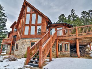 'Pine Spirits Ranch' Spectacular Family Friendly 4BR Evergreen Log Cabin w/Wifi, Stone Fireplace, Large Deck & Amazing Views - Secluded Yet Close to Skiing, Hiking, Fine Dining & Shopping! - Evergreen vacation rentals