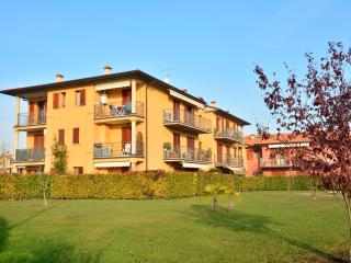 Cozy 2 bedroom Sirmione Apartment with A/C - Sirmione vacation rentals