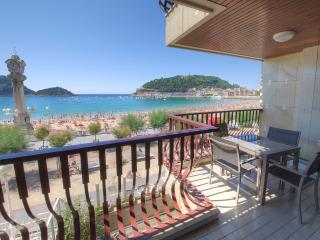 Luxury 1st  line of La Concha beach +PARKING+WIFI - San Sebastian - Donostia vacation rentals