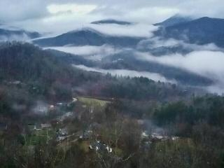 Cloud 10 Mountaintop Guesthouse – Location, Location, Location! Spectacular Views! Convenient to all the Great Smoky Mountains has to offer. This Log 4 bedroom Retreat has it all. A Hot tub, pool table, 4 HD TVs, and 2 fireplaces. - Sylva vacation rentals
