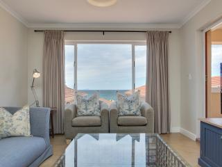 Lovely 2 bedroom Kalk Bay Apartment with Television - Kalk Bay vacation rentals