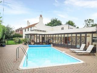 Cottage on the Norfolk Broads with swimming pool - Acle vacation rentals