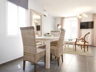 Charming 1 bedroom apartment with balcony Malaga centre & close beach - Malaga vacation rentals