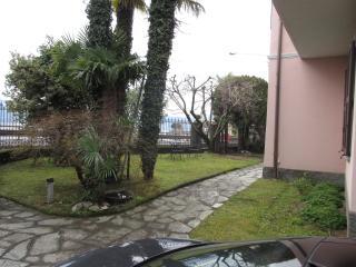 Villa a pochi passi dalle spiagge con posto barca - Santa Maria di San Siro vacation rentals