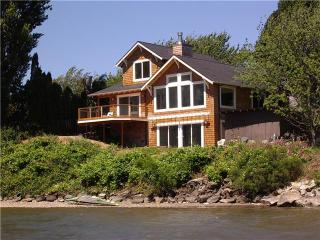Rare Waterfront Columbia River Home W/Private Cove - Hood River vacation rentals