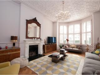 Veeve - District Line Showstopper - London vacation rentals