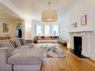 Veeve - The Eight Seater - London vacation rentals