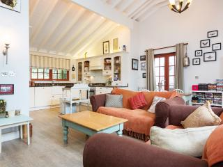 Cute London Apartment in Angel, Islington - London vacation rentals