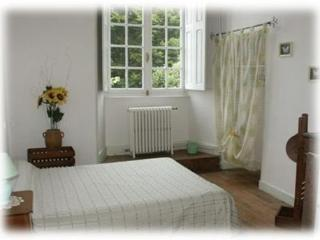 Bright Guest house with Linens Provided and Waterfront in Nantiat - Nantiat vacation rentals