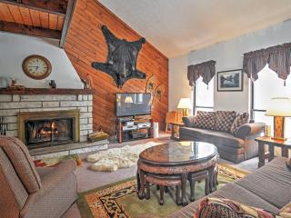 Centrally Located 3BR House w/ Newly Renovated Indoor Jacuzzi Room & Ski Resort Feeling - Near Pocono Lake Attractions - Pocono Lake vacation rentals