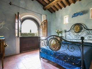 Appartamento - Piscina privata esclusiva    (v.f.) - Bettolle vacation rentals