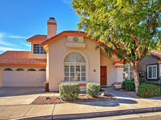 Beautifully Maintained 3BR Phoenix House w/Spacious Private Patio, Updated Kitchen & Access to Community Pools - Just 1 Mile to Ahwatukee Country Club! Near Casinos, Restaurants & More - Phoenix vacation rentals