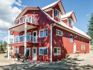 New Listing! Charming 1BR Davenport Apartment in Barn-Style House w/Gas Grill, Covered Patio & Spectacular Views - Close to Roosevelt Lake, Sherman Mountain Range, Canadian Border & More! - Roosevelt vacation rentals