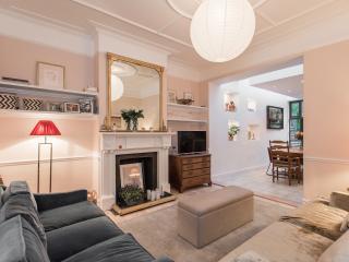 Lovely 4 bedroom Condo in London - London vacation rentals