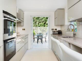 Classically beautiful 3 bed on Bramerton Street, Chelsea - London vacation rentals