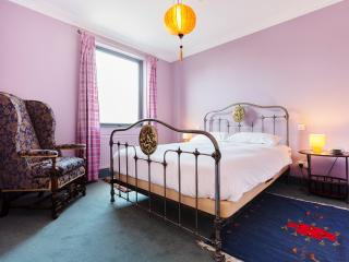 One bed Notting Hill apartment, Blenheim Crescent - London vacation rentals