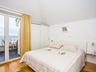 TH03423 Rooms Mario / Double room S12 - Podstrana vacation rentals