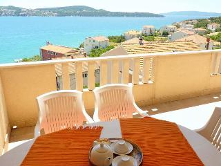 TH01906 Apartments Tomi&Ivana / Three bedrooms A2 - Seget Donji vacation rentals