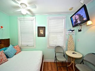 Salvador's Suite - Cozy Studio At The Galleria In 'Old Town' Key West - Key West vacation rentals