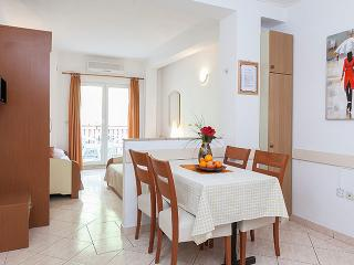 TH03446 Apartments Nela/Studio Apartment E - Tucepi vacation rentals