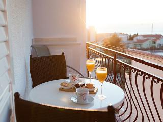 TH03446 Apartments Nela/Studio Apartment F - Tucepi vacation rentals