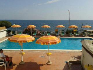 panoramico villino a schiera fronte mare + piscina - Santa Marinella vacation rentals