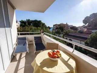 Domingo: modern lovely apt, just 100m from the sea - Cala Millor vacation rentals