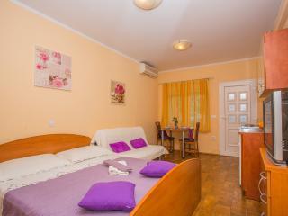 TH00725 Apartments Mara / A2 Studio - Makarska vacation rentals