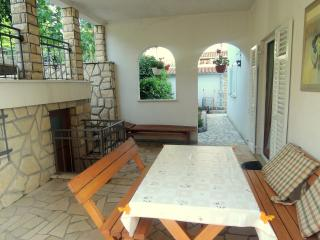 Lovely apartment WOOD - quiet area - Njivice vacation rentals
