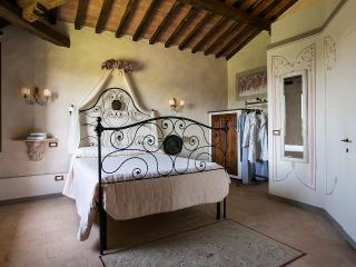 camera matrimoniale con vista (rosa) - Bettolle vacation rentals