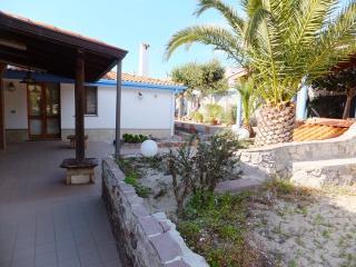 Calasetta Villa 200 metri dalla spiaggia - Calasetta vacation rentals