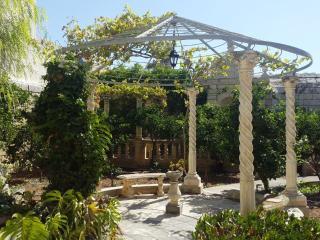 Beautiful 200 yrs old retreat with huge garden - Haz-Zebbug vacation rentals