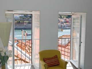 TOP FLAT - Amazing River Views - SUITE - Porto vacation rentals