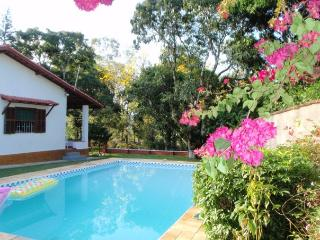 """The English Cottage"" -Detached ,Swimming Pool,Private large garden & Sauna - Penedo vacation rentals"