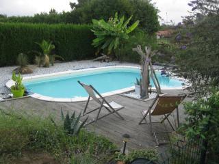 MAISON AVEC PISCINE 8 PERSONNES - Benesse-Maremne vacation rentals