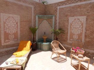RAVISSANTE VILLA QUARTIER CHARAF - Agadir vacation rentals