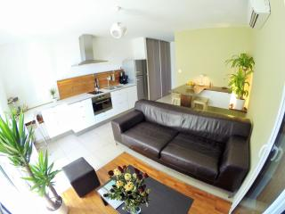 Appartement contemporain T2,100m mer!! - Sausset-les-Pins vacation rentals