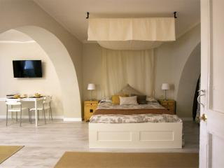 Cozy 1 bedroom Cagliari Condo with Internet Access - Cagliari vacation rentals